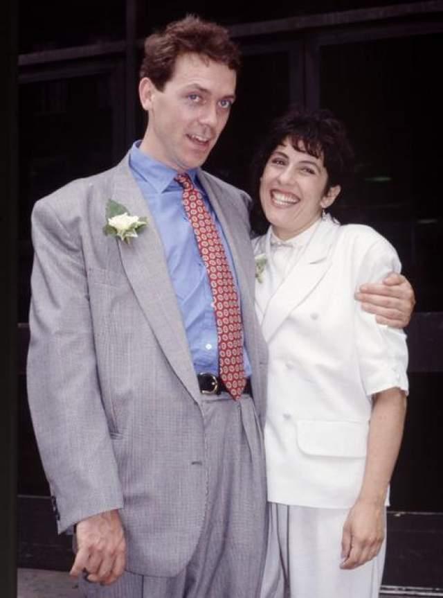 """С театральным администратором актер Джо Грин познакомился в конце 80-х. """"Мы были друзьями несколько лет, а потом неожиданно обнаружили, что встречаемся. Что она мне приглянулась? Мне нравятся женщины с хорошим логическим мышлением"""", - признается Лори."""