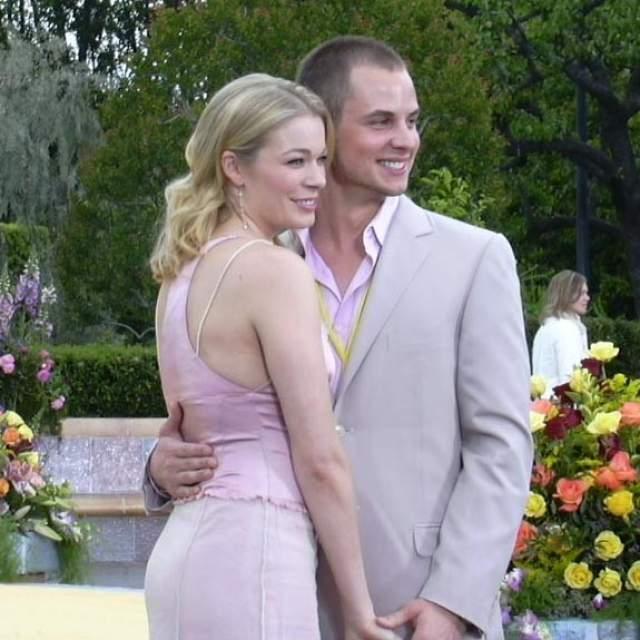 """Лиэнн Раймс, 36 лет. Певица, получившая первую """"Грэмми"""" в 14 лет, вышла замуж в 2002 году, когда ей было 19. Избранником певицы стал Дин Шеремет, который выступал у нее на подтанцовке. Брак продлился восемь лет: в 2010-м супруги развелись."""