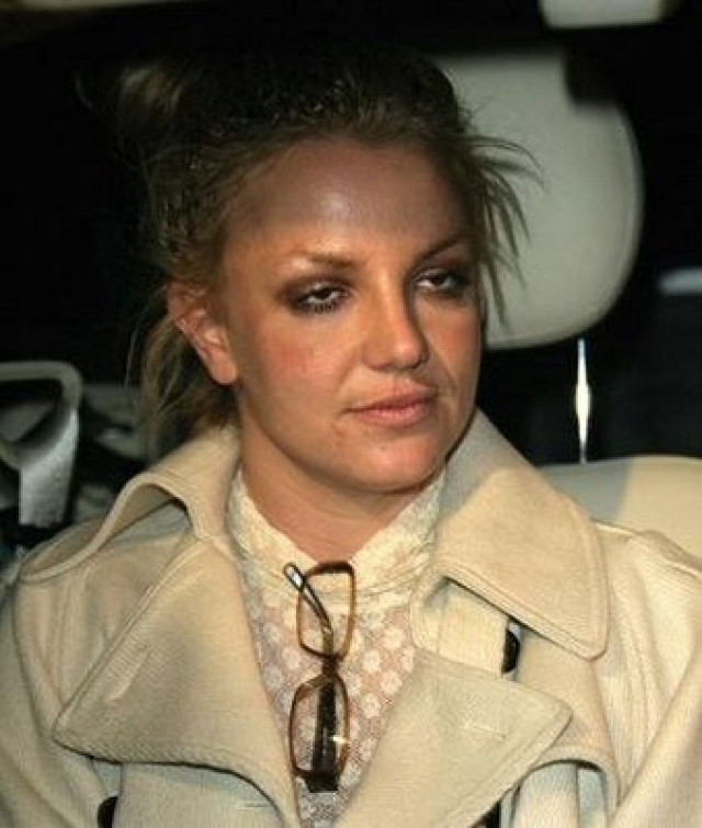 В 2008 году Бритни Спирс попала в реабилитационный центр с подозрением на употребление наркотиков. Тогда ее признали недееспособной, вовсе запретили посещать детей.