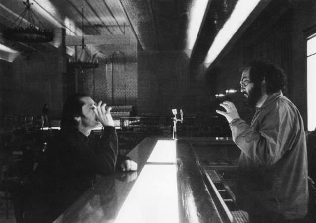 45. На роль Джека Кубрик рассматривал кандидатуры Роберта Де Ниро и Робина Уильямса. Впоследствии он отверг обе кандидатуры, потому что, по его мнению, Де Ниро был недостаточно психопатическим для этой роли, в то время, как Уильямс, наоборот, был слишком психопатическим.