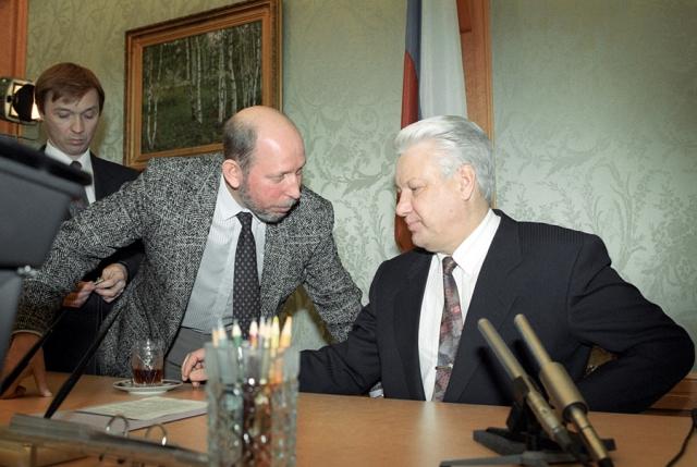 Ельцин отдал команду стоящим рядом Барсукову, Бородину и Шевченко выбросить Костикова за борт. Команда Ельцина была выполнена. Через два года информация подтвердилась.