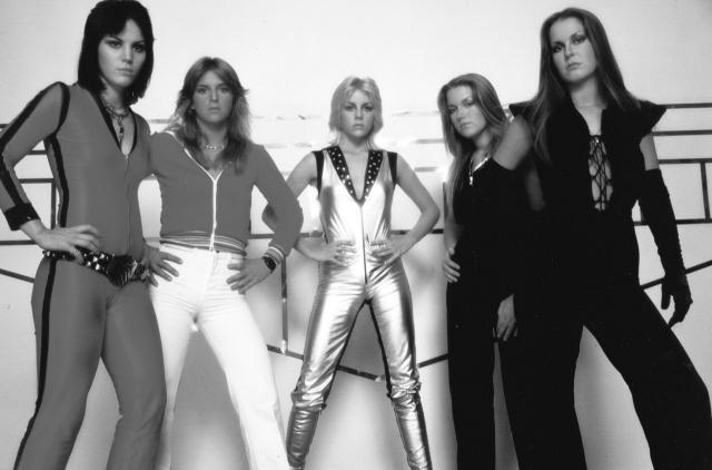 Тем не менее, в 1979 году коллектив распался, и Джоан отправилась в Англию начинать сольную карьеру, которая оказалась весьма и весьма успешной.