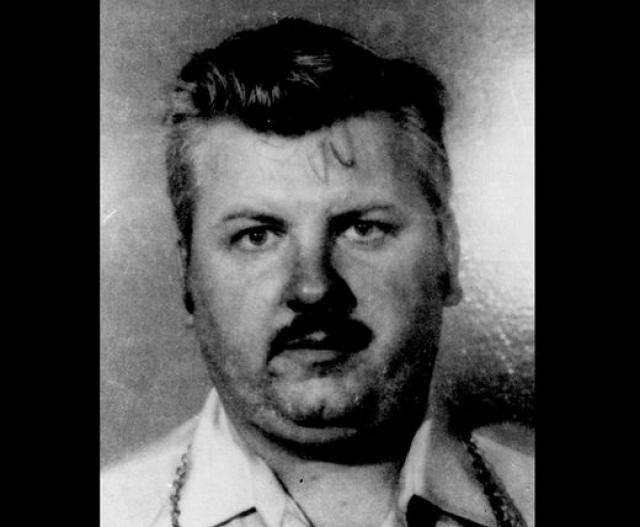 """Джон Вейн Гейси. В 1994 году посредством смертельной инъекции был казнен """"Убийца клоун""""."""