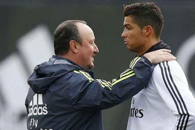 """Он заявил: """" Либо уйдет Бенитес, либо уйду я """". Тем самым, португалец подтвердил слухи о конфликте с главным тренером. Наставник был уволен."""