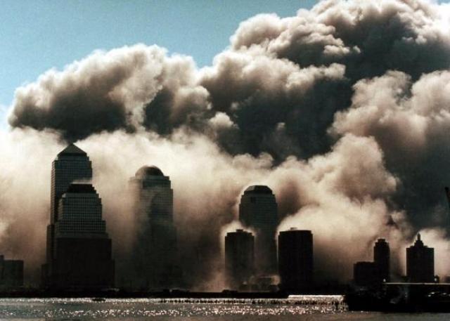 Южная башня обрушилась приблизительно в 9:56 после пожара, длившегося 56 минут.