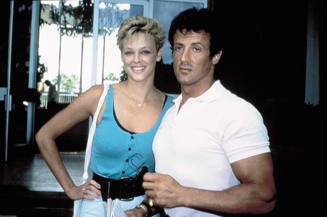 """Бригитта Нильсен и Сильвестр Сталлоне, 1985-1987. Звезды познакомились на съемках """"Рокки-4"""" и мгновенно воспылали страстными чувствами друг к другу. Они сразу же решили пожениться, а к 1987 году огонь любви потух и пара развелась."""