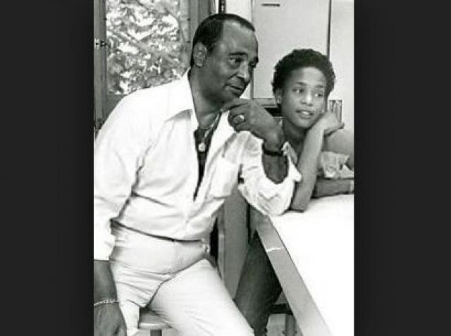 Мать Хьюстон, Сисси, и ее двоюродная сестра Дайон Уорвик являются известными фигурами в мире ритм-н-блюза, соул и госпел-музыки, так что это не могло не повлиять на выбор жизненного пути и карьеры Уитни.