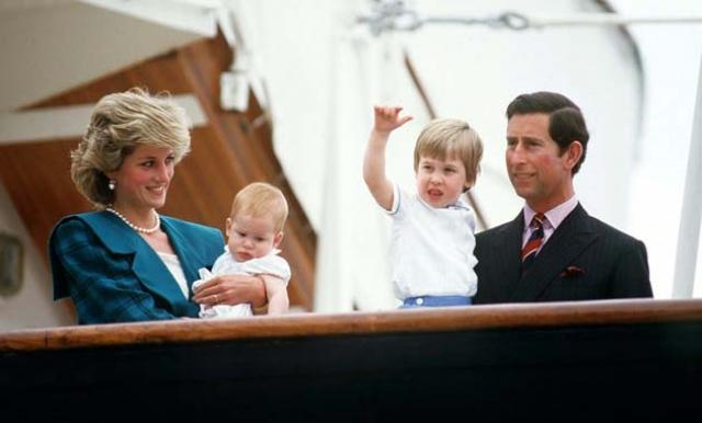 В первые годы после рождения детей Чарльз и Диана проводили много времени с детьми и брали их с собой в официальные поездки.