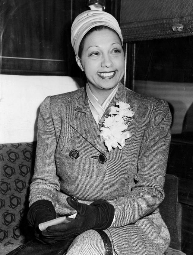 Также она оказывала финансовую помощь подполью. После окончания войны она продолжала танцевать и петь, снимаясь попутно в телесериалах.