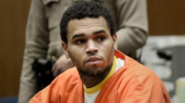 Однако Браун совершил повторное нападение – теперь уже на мужчину, в результате чего все-таки получил реальный срок.