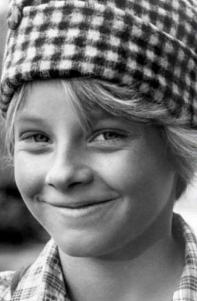 Джоди Фостер. Будущая звезда носила забавную короткую стрижку, из-за которой ее было довольно сложно отличить от мальчика.
