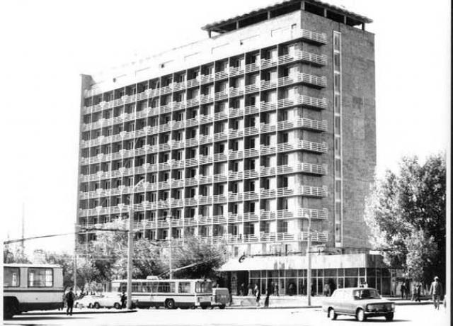 Утро 7 декабря 1988 года началось как обычно. Жители Ленинакана и близлежащих городов и сел отправились с утра на работу, кто-то спешил по домашним делам. Школьники уже были за уроками в школах.