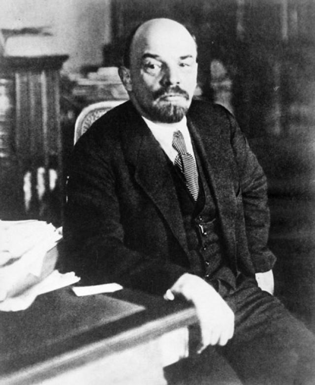 В мае 1922 года В. И. Ленин тяжело заболел, но 2 октября вернулся к работе. Предположительно, болезнь Владимира Ильича была вызвана сильной перегруженностью и последствиями покушения 30 августа 1918 года.