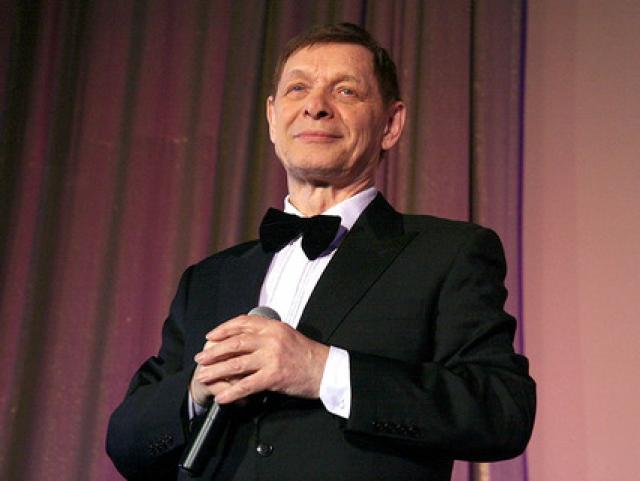 В 2010 году Хиль пережил очередной всплеск популярности . В Интернете большой интерес вызвал его видеоклип на вокализ А. Островского. Эдуард Хиль участвовал в концертах вплоть до своей болезни в апреле 2012 года, от которой он так и не оправился.