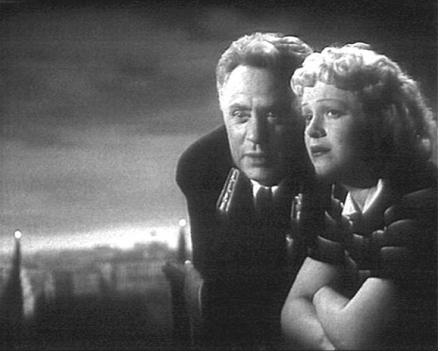 Когда они расстались, Жаров был безутешен: в 1948 году на вечере Вахтанговского театра Целиковская влюбилась. Не в ее характере было совмещать семейную жизнь с тайными любовными приключениями, и она ушла.