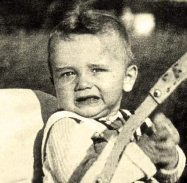Арнольд Шварцнеггер родился 30 июля в 1947 года в деревне Таль вблизи столицы Штирии, города Грац, Австрия На фото: март 1931 года