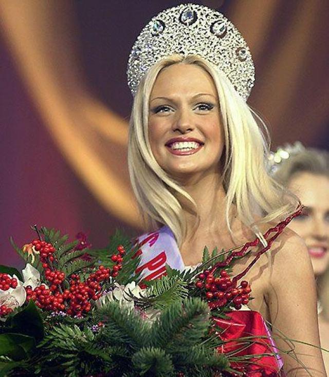 """Виктория Лопырева. 2003. Ныне известная телеведущая и модель, стала первой российской """"Мисс"""", обладавшей стереотипным представлениям о красоте американской."""