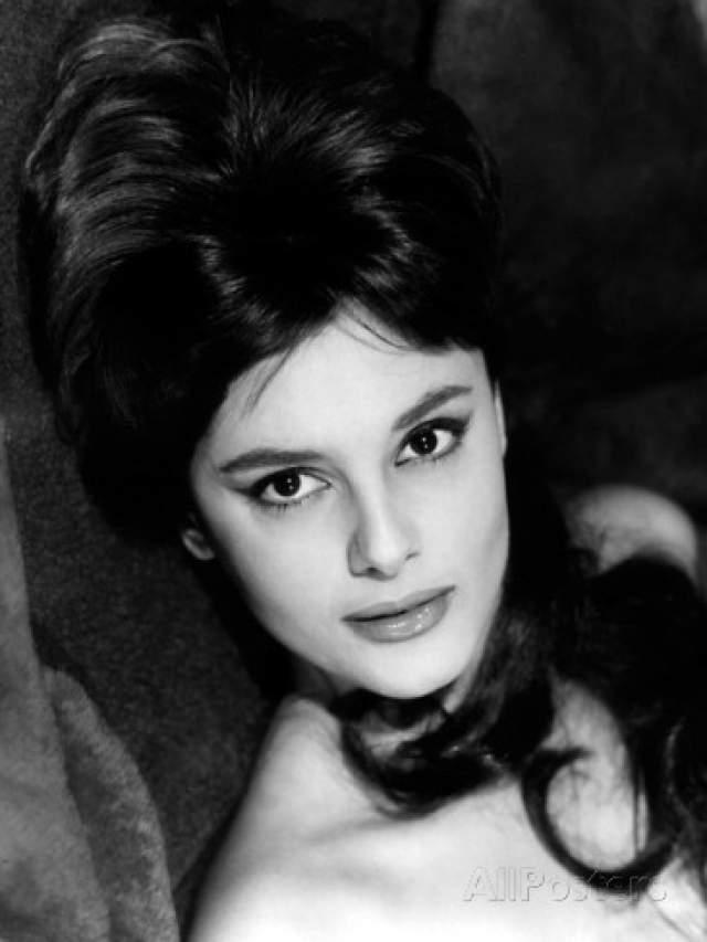 Россана Подеста Итальянская актриса родилась в Триполи, Ливии (в то время итальянская колония). После Второй мировой войны она вместе с родителями переехала в Рим. В кино она наиболее известна по роли Елены Троянской в одноименном фильме 1956 года.