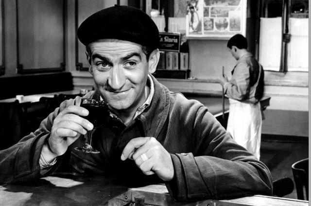 """Картина меняется только в 1958 году, когда де Фюнес сыграл браконьера Болеро в комедии """"Не пойман - не вор"""". С этого момента забыть это лицо, эту мимику, эти жесты, эти ужимки было просто невозможно."""