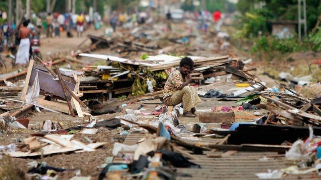 Меры по устранению последствий цунами начали предприниматься сразу после ухода воды. Были мобилизованы все военные и полиция, организованы лагеря для пострадавших с доступом к чистой воде, еде и месту для отдыха.