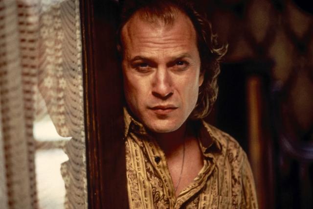 """Молчание ягнят (1991). Образ маньяка по имени Баффало Билл """"собрали"""" из пяти реально существовавших маньяков, одним из которых был Джейм Гумб, похитивший и убивший шесть девушек. Из их кожи он шил себе костюм для """"перерождения"""""""