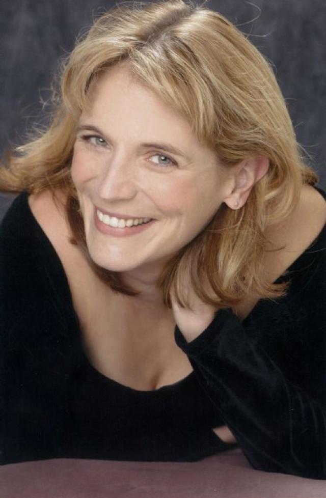 Сейчас на счету 59-летней актрисы 4 детективных романа о рисовальщице открыток Уолли Шелли. А в 2007 году актриса развелась и вернулась в кино.
