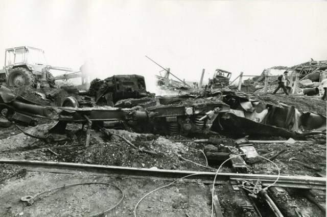 Несколько бывших силовиков из Арзамаса рассказывали, что помимо взорвавшегося поезда на станции стоял другой - секретный, который ехал из Арзамаса-16. Его охранял спецназ.