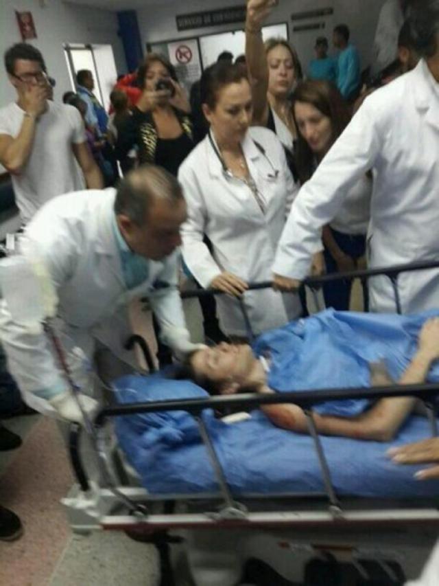 Девушку быстро доставили в больницу, город был охвачен беспорядками, из-за которых погибли еще несколько человек.