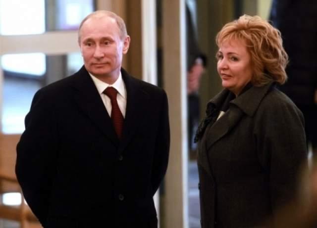 """Владимир Путин, 65 лет. Президент России развелся с супругой Людмилой в июне 2013 года. По признанию президента, вся его деятельность и работа в целом связана с публичной сферой, с абсолютной публичностью. """"Кому-то это нравится, кому-то нет, но есть люди, совершенно с этим несовместимые"""", - объяснил тогда принятое решение Владимир Путин."""
