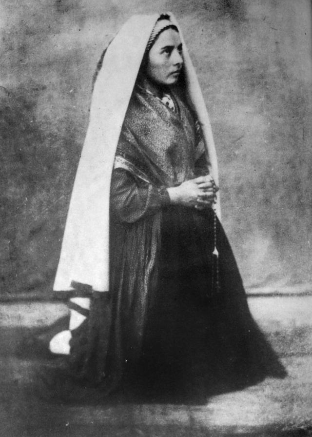 Рассказы Бернадетты о явлениях Девы Марии сначала были восприняты с полным недоверием, но впоследствии отношение церкви к лурдским явлениям начало меняться. Бернадетту принял епископ Невера Теодор-Огюстен Форкад, который позднее принял у нее монашеские обеты.