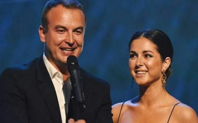 """В 2017 году Нюша вышла замуж, сейчас они с супругом Игорем Сивовым ждут ребенка, но концертную деятельность певица не оставляет даже в своем """"интересном"""" положении."""