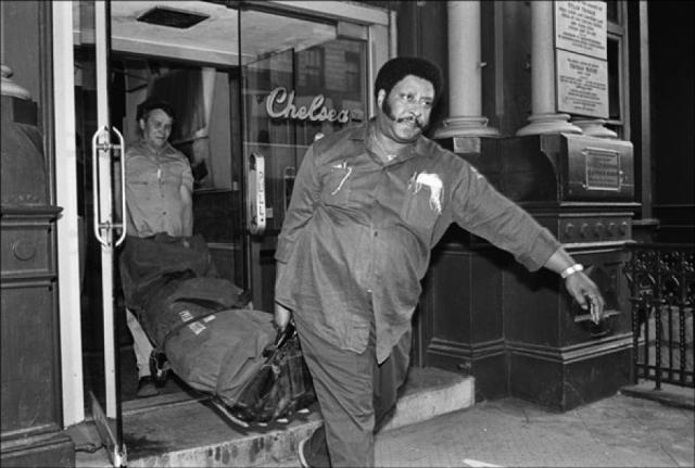Вишес сразу же вызвал скорую и полицию, а через семь дней был арестован по подозрению в убийстве.