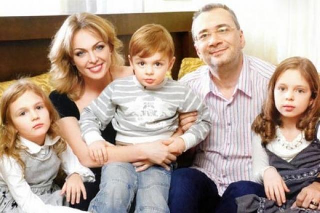 Константин Меладзе. Когда продюсер развелся с женой Яной в 2013 году после 19 лет брака, женщина рассказала о том, что их сын страдает аутизмом.