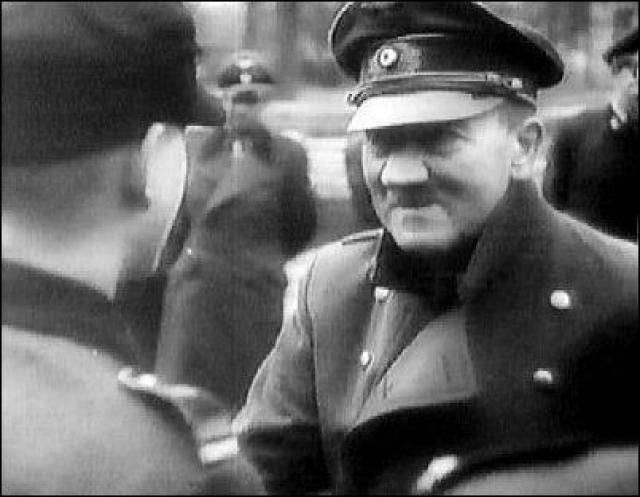 Однако официальные историки продолжают утверждать, что у фюрера не было шансов сбежать из Берлина.