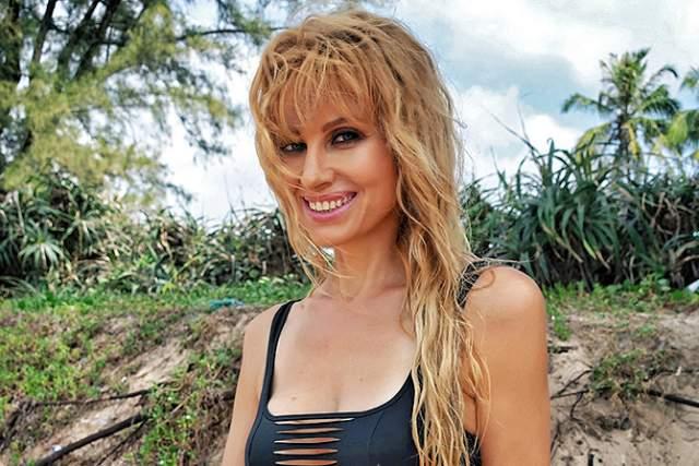 С 2012 года Ирина совмещает сольную карьеру с работой в коллективе в качестве основной солистки. Замужем вторым браком с 1993 года, есть сын Антон от первого брака, который уже сделал исполнительницу бабушкой.