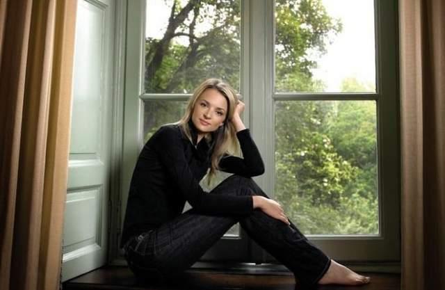 Дельфина работала в таких Домах моды как Christian Dior, Loewe и работала на должности заместителя гендиректора Louis Vuitton.