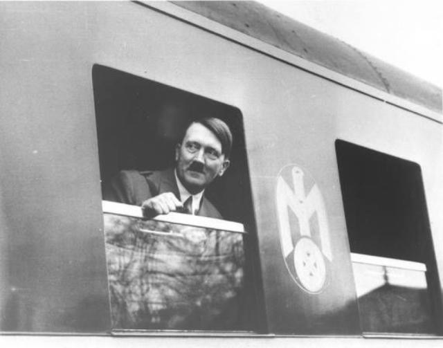 Согласно военным архивам немецких спецслужб, на жизнь Гитлера покушались примерно 20 раз. А по данным писателя Вилла Бертольда, присутствовавшего в качестве репортера на Нюрнбергском процессе, таких покушений было больше 40. Однако, согласно новым данным, фюрера пытались лишить жизни не менее 50 раз .