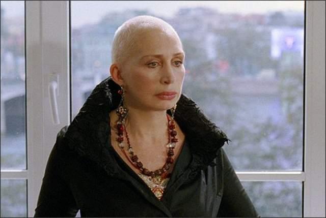 Легендарную актрису нельзя назвать чаровницей, но легко представить женщиной, знающей себе цену. Об этом не понаслышке знали ее мужья Анатолий Васильев и Георгий Мартиросян.