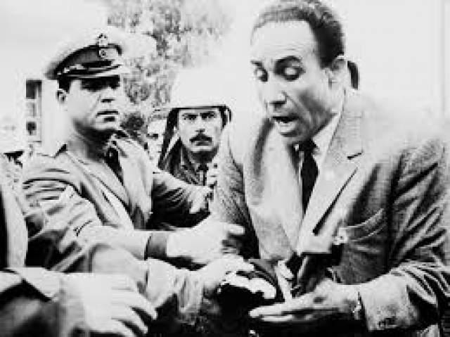 Григорис Ламбракис был простым политиком, а не главой государства, но он был популярен у греков. 27 мая 1963 года на одной из площадей Афин Ламбракис выступал на митинге своих сторонников.