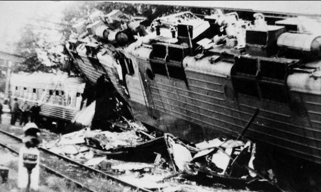 В результате катастрофы грузовой поезд и несколько пассажирских вагонов были повреждены до степени исключения из инвентаря, погибли 106 и были ранены 114 человек, полный перерыв движения на участке составил 88 часов 15 минут.