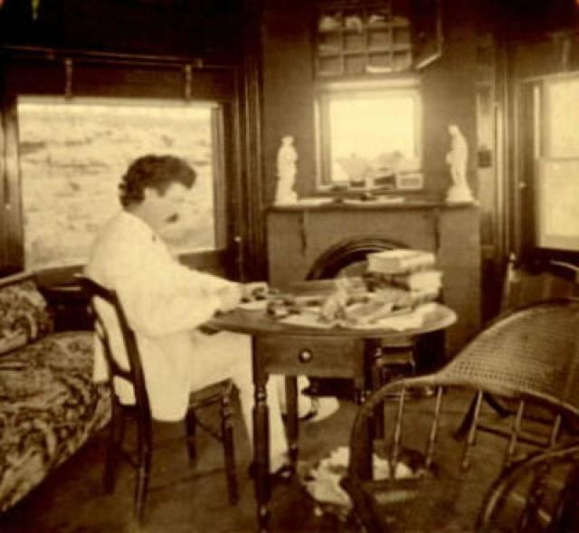 Именно там, смотря из окна на великую Миссисипи, он написал Гекльберри Финна и множество коротких рассказов.