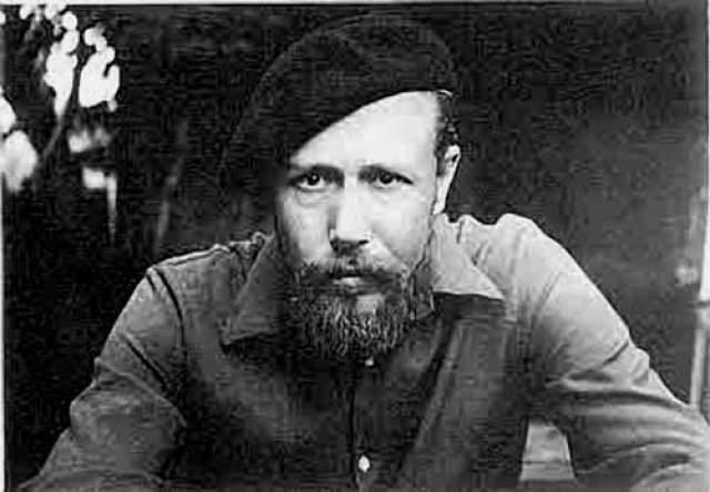 Васильев трагически погиб в 1976 году. На железнодорожном переезде его вместе с другом сбил проходящий поезд. Дело возбудили, но расследование вскоре прекратили: несчастный случай.
