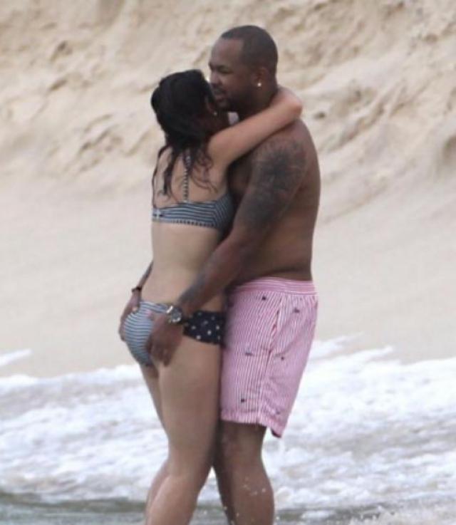 R&B певец, известный под псевдонимом The Dream также наслаждался объятиями на пляже. Причем, объятиями неизвестной женщины, будучи женатым на певице Кристине Милиан.