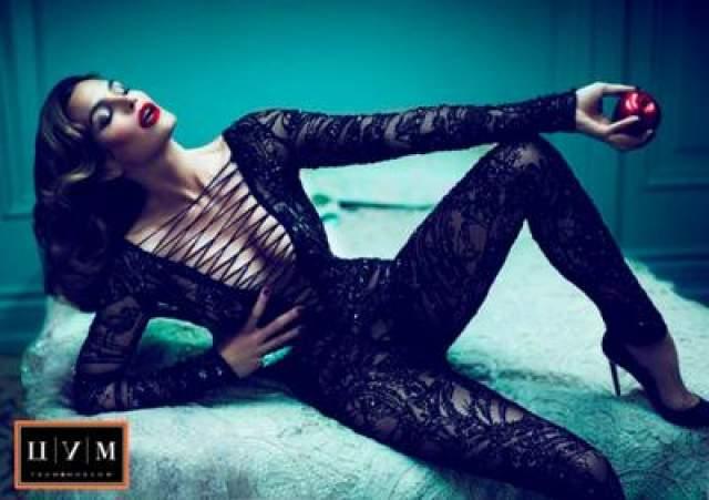 На протяжении многих лет Синди остается иконой стиля и красоты в мире моды. Семки для этой рекламной кампании проходили в Лос-Анджелесе.