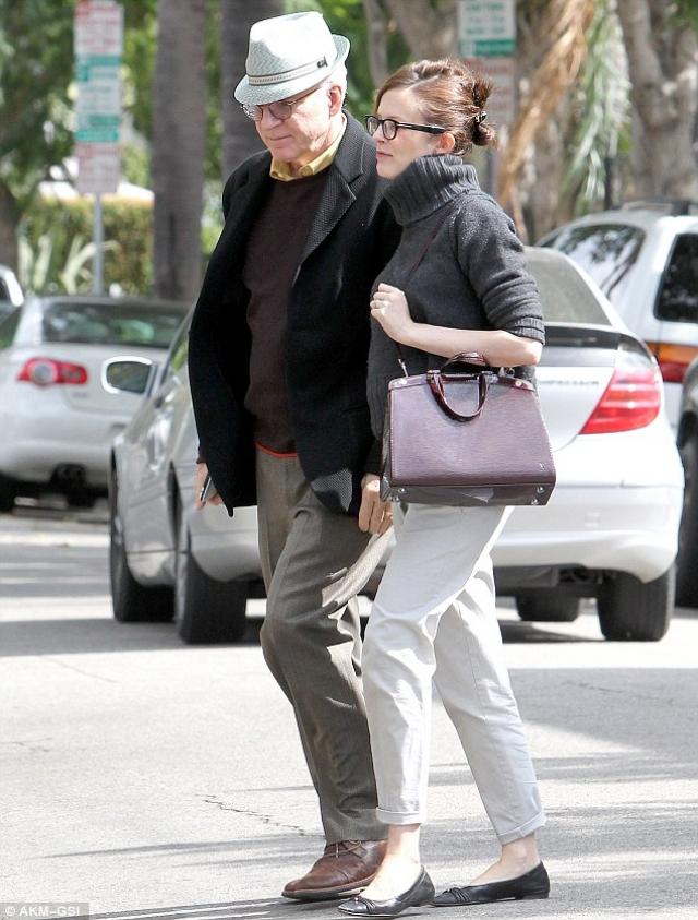 Стив Мартин. Актер впервые стал отцом в 67 лет. В декабре 2012 года Энн Спрингфилд родила ему первенца.