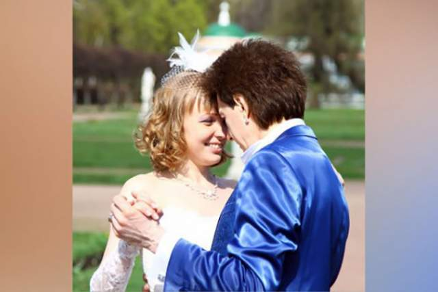 """Ветров в 2014 году женился на Оксане Вороничевой, которая теперь выступает администратором фан-группы Ветрова во """"ВКонтакте"""". От нее же родилась и дочь."""