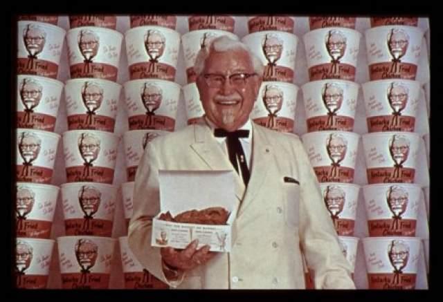 Когда Сандерсу исполнилось 65 лет, его заведение перестало приносить много прибыли из-за новой трассы, которая огибала его владения. Но полковник сумел выкрутиться, и через 10 лет, в 1964 году, он продал KFC Corporation за 2 млн долларов. Причем сделка не включала рестораны в Канаде.