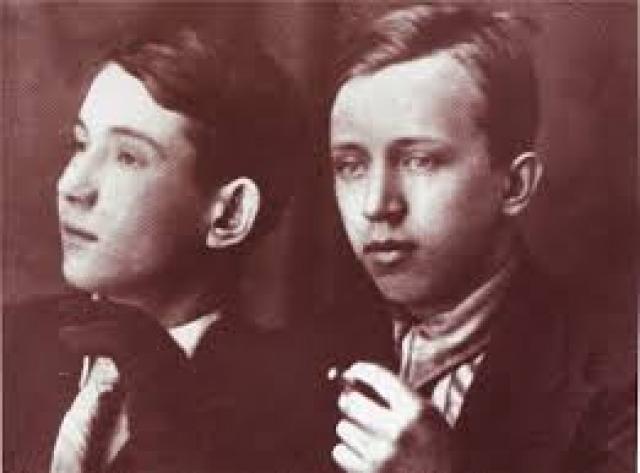 Тем не менее Юрий обожал своего отца, знал наизусть каждое его стихотворение. Однажды, в 1934 году, Юрий отдыхал в компании золотой молодежи, где заговорили о том, что хорошо бы бросить бомбу на Кремль. Через два года Юрия арестовали.