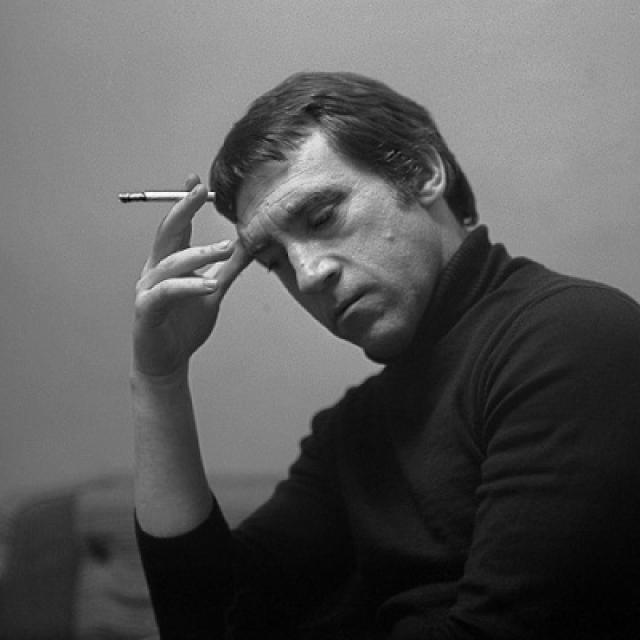 Высоцкий пытается преодолеть зависимость, разобраться в себе и начинает задумываться о смысле жизни и смерти.
