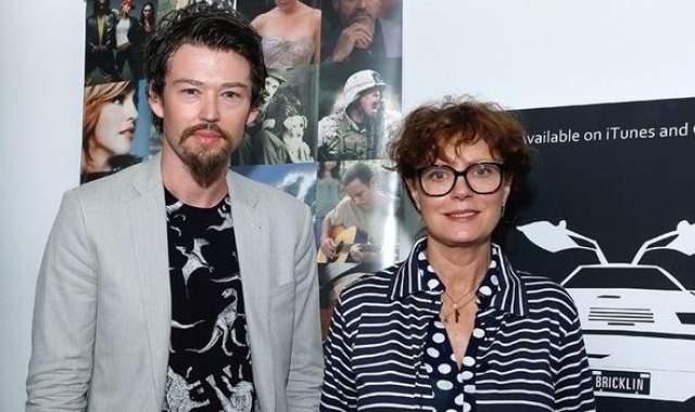 Новым увлечением на тот момент 64-летней актрисы стал 32-летний режиссер Джонатан Бриклин. Этому роману Сьюзан не суждено было длиться долго, но с тех пор она неоднократно увлекалась и другими молодыми кавалерами.